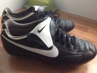 Mens size 11 Nike football boots