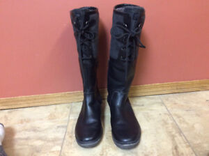 Women's Leather Waterproof UGG Boots - Like New Condition