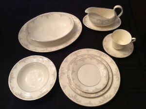 Royal Doulton  Romance Collection Giselle Dinnerware 12 pc Set
