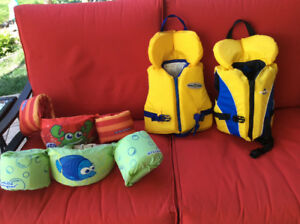 Children life jackets and puddle jumpers