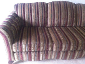 Classic Sofa/Couch London Ontario image 1