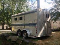 Aluminum horse trailer