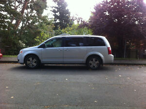 2010 Dodge grandcaravan fully loaded $10,500.00