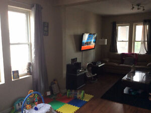 3 bedrooms, 2 bathrooms available July 1st, 2017