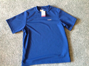 Brand NEW.. RUNNING ROOM.. T shirt .. Size XS