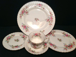 "Royal Albert ""Moss Rose"" For 12 Persons Plus Tea Service ++"