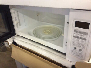 Maytag Microwave Hood combination Windsor Region Ontario image 3