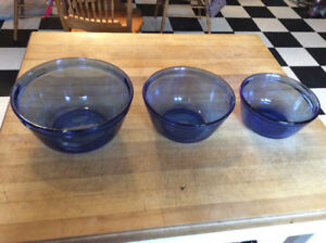 "SET OF (3) COBALT BLUE ""ANCHOR HOCKING"" MIXING BOWLS."