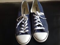 Ladies Converse size 6. Dainty Ox. Great condition