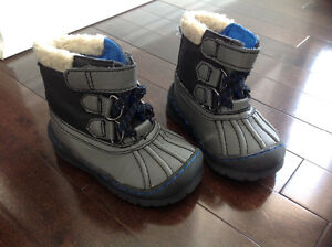 OLD NAVY TODDLER BOYS BOOTS - SIZE 6 / 12-18 MONTHS