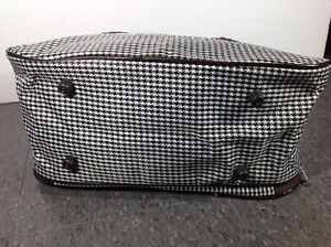 Houndstooth design travel bag with feet Cambridge Kitchener Area image 4