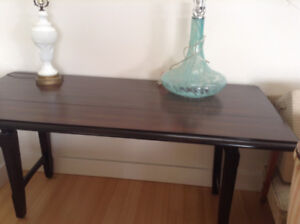 Immaculate wood dinning room table & bench