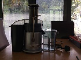 Juicer for whole fruits and veg, quick and easy to use, pure juice in seconds
