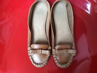 TAN LEATHER MOCCASIN SHOES SIZE 5
