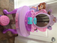 Sofia the first make up table