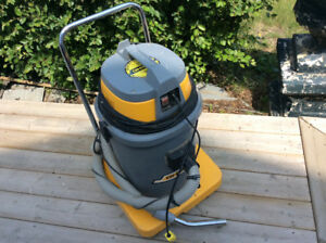 VERY LARGE SHOP VACCUM FOR WET~DRY USE EXCELLENT CONDITION
