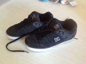 REDUCED MENS BLACK DC SKATE SHOES SIZE 7--IN N. KILDONAN