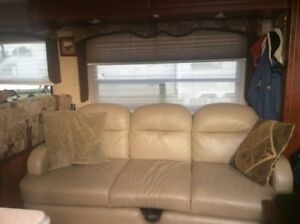 Sofa/pullout bed for RV