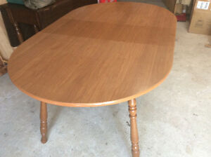 New price. Extendable kitchen table $30.00