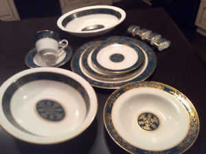 Royal Doulton Dinner Ware, Carlyle Pattern.