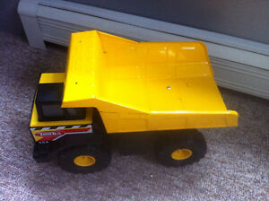 Yellow Tonka truck