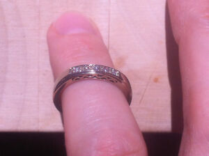 14K Wh Gold, 5 Brilliant Diamond Channel Band, Size 5.5