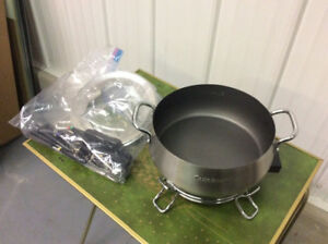 For sale Cuisinart fondue pot