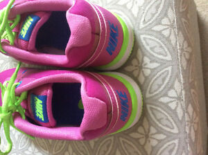 BRAND NEW- NIKE AIR RUNNING SHOES - SIZE 6.5 Strathcona County Edmonton Area image 5