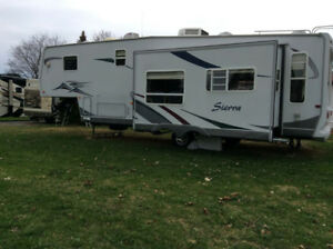 5th Wheel - Pristine Condition.  A must-see!!