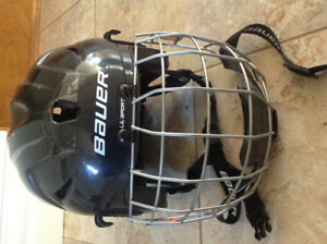 Bauer lil sport hockey helmet barely used size small 6-63/4