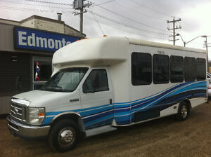 2010 Ford E-450 XL 24 PASSENGER SHUTTLE BUS