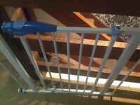 Lindam stair gate for toddlers and babies stairgate