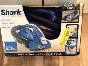 (NEW) Shark Bagless Cyclonic Hand Vac (V15Z)