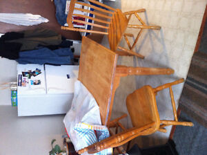 Kitchen table 6 chairs & leaf
