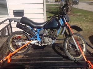1986 Suzuki DR200 4-stroke Dirt Bike