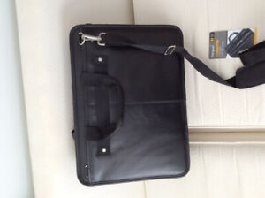 "Leather case for 17"" laptop"