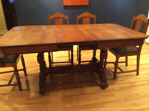 Beautiful Dining Set - Circa 1920s,Table, 6 Chairs and Sideboard Belleville Belleville Area image 3