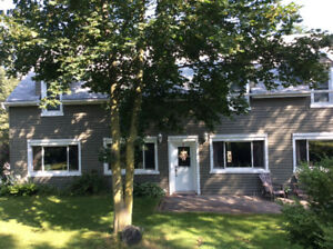 4BED RM house in beautiful town of AYR, ON ( 97 HWY /401 area)