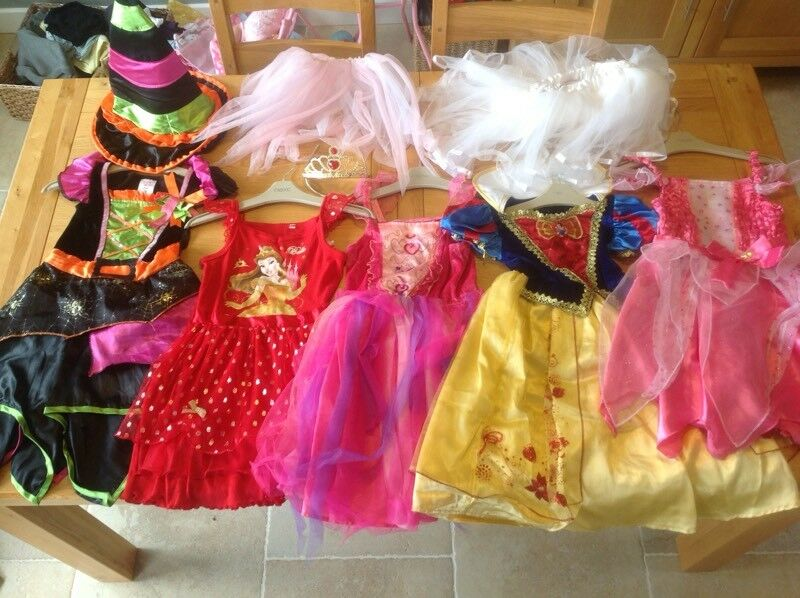 BUNDLE OF GIRLS DISNEY PRINCESS DRESSING UP DRESSES COSTUMES 3-4-5 years