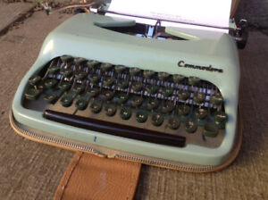 Vintage Portable Typewriter w/Carry Case