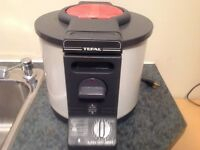 Deep Fryer Tefal  Electric with basket & filter. In good conditi