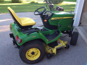 John Deere 724 Lawnmower