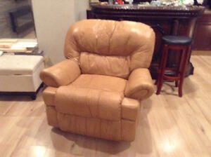 Leather recliner and matching Love seat recliner