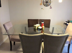5 years old Beautiful dining table. Good condition