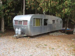 Vintage 1952 canned ham travel trailer