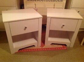 BRAND NEW PAIR OF WHITE BEDSIDE CABINETS !!!