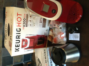 Keurig 2.0 Red Coffee Maker with My K-Cup and Carafe set
