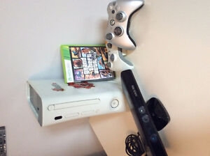 X-Box 360 - 2 Controllers - GTA 5 (Free Kinect Included)