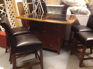 Dining/kitchen Table set with 4 bar style leather chairs