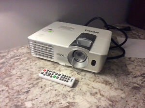 BENQ W1250 1080p 3D projector Stratford Kitchener Area image 1